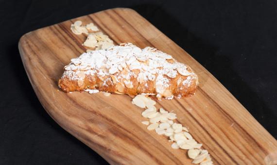 Croissant <br>Almond