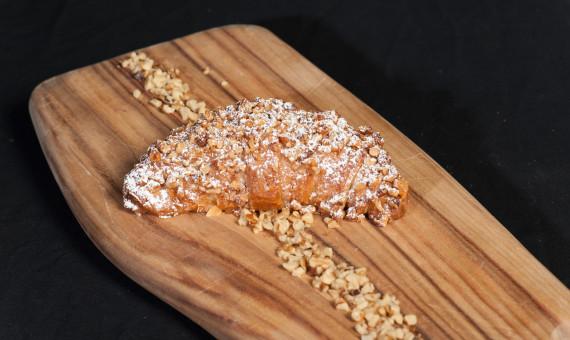 Croissant Apple <br>& Walnut